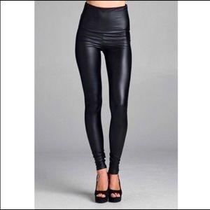 Pants - 😍Stretchy Black faux leather leggings 💕